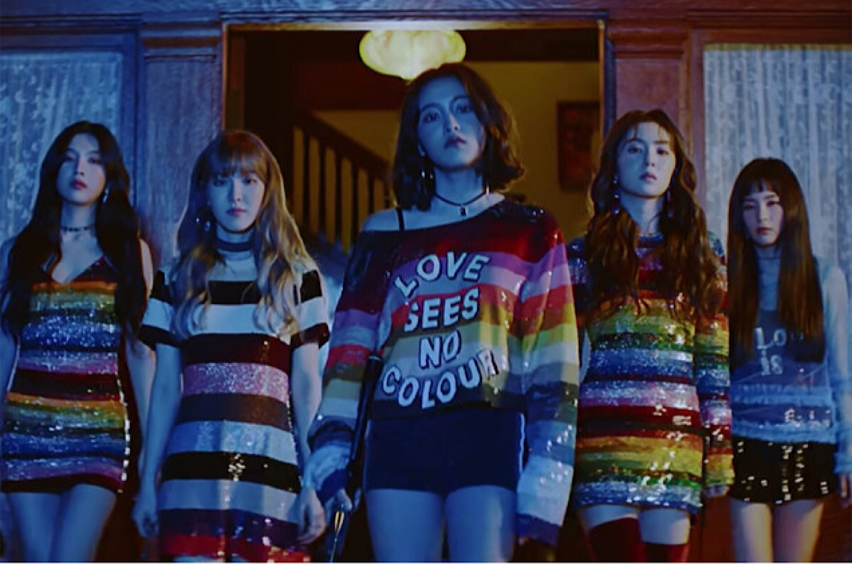 "Here Come the Cool Girls in Red Velvet's ""Perfect Velvet"""